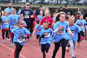C.A. Farley Elementary School supporters of all ages begin a one-mile race. Photos/Ed Karvoski Jr.
