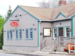 Horseshoe Pub & Restaurant draws patrons to South Street.