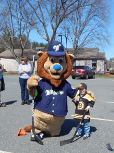 """Worcester Bravehearts mascot, """"Jake"""" playing hockey with Liam"""
