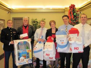 Toys For Tots Volunteer : Commerce bank donates to toys for tots community advocate