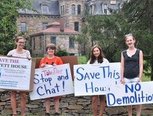 Protesting the possible demolition of the historic Burnett/Garfield stone mansion are (l to r) Maggie Shoemaker, 14; her brother Joe, 12; Sophia Scaringi; 12; and Bridget Brady, 14. Photo/Ed Karvoski Jr.