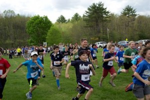 Lincoln Street students are off to a great start of their one-mile run in the LSS Fun Run. (Photo/Fallon Keenan)