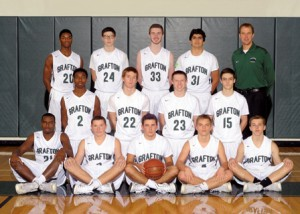 Nonso Melifonwu (back row, far left #20) and the Grafton varsity basketball team. (Photo/submitted)
