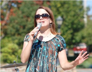 Lynn Jolicoeur emcees on the bandstand. The lineup also featured her band, Lynn Jolicoeur and The Pulse.
