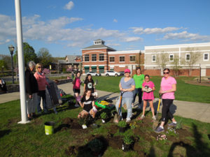 Girl Scouts collaborate with Garden Club. Photo/Andrew Strecker