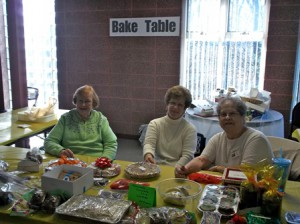 (l to r) Volunteers Karole, Cathy and Jean at the treat table
